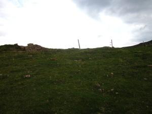 Una mica més amunt de les Roques d'en Mercer trobem un pas cap a la banda de Setcases i aprofitem per travessar.