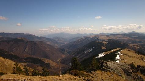 I si ens aturem i mirem enrere, la vista és espectacular. A l'esquerra, França. A la dreta, la vall del Ritort.