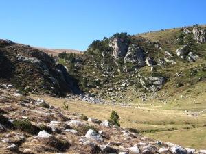 I, més amunt, un petit barranc abans de pujar a Pla Rodó.